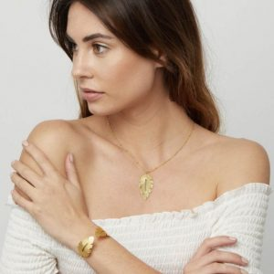 Gold-Laurel-Leaf-Chain-Necklace-Marlow-Buckinghamshire-United-Kingdom-Toria-Lee-Accessories
