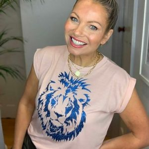 Blush-Pink-Flowy-T-Shirt-with-Blue-Leo-Lion-Design-Marlow-Buckinghamshire-United-Kingdom-Toria-Lee-Accessories