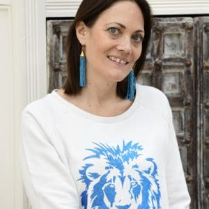 Vintage White Relaxed Fit Sweatshirt with Metallic Blue Glitter Lion
