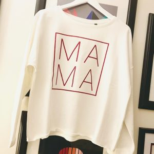Mama-Relaxed-Fit-White-Cotton-Sweatshirt-Toria-Lee-Accessories-Marlow-Buckinghamshire-Mama-Mothers-Day-Gifts-for-her-Present-ideas-for-her-bespoke-clothing-cotton-sweatshirt-loungewear-loose-fit-sweatshirt-casual-wear-tracksuit-top